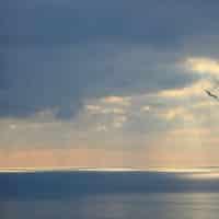 La vue sur la mer au coucher de soleil