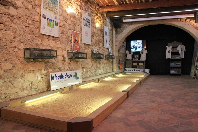musee-boule-bleue-petanque-panier