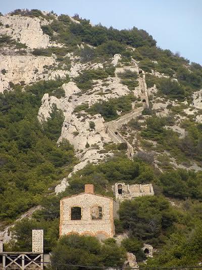 ruine-usine-plomb-escalette-calanques