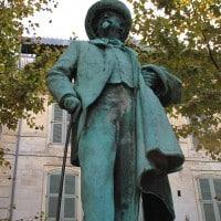 Statue de Frédéric Mistral sur la place du Forum