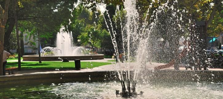 fontaine-eau-jardin-provence-nature
