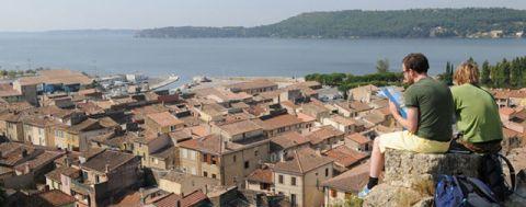 chamas, Guide de Provence – Visitez Saint-Chamas, commune pittoresque du Nord de l'étang de Berre, Made in Marseille