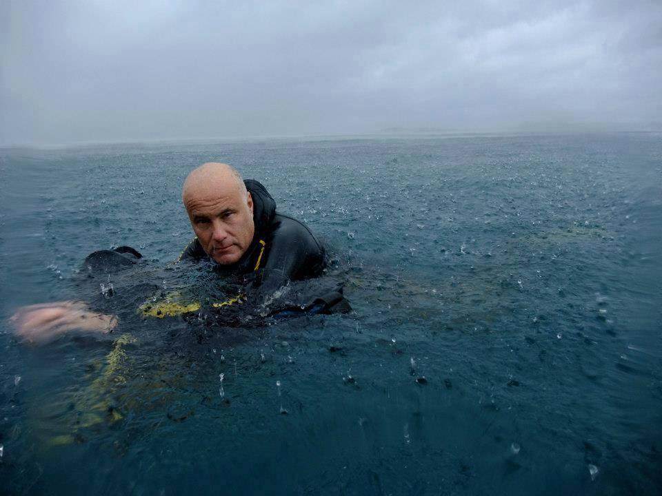 eric-vastine-plonge-bord-mer