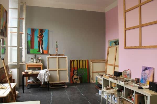 reportage immersion dans les coulisses de l atelier de. Black Bedroom Furniture Sets. Home Design Ideas