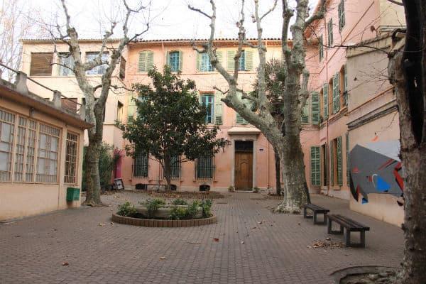 L'association Juxtapoz s'est installée dans l'école Saint-Thomas-d'Aquin et propose la location de salle à de nombreux artistes