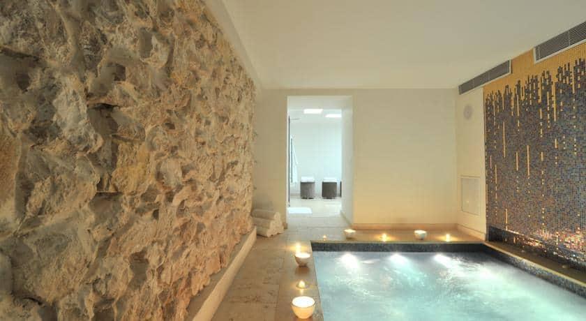 l 39 h tel le plus romantique de france serait aix selon. Black Bedroom Furniture Sets. Home Design Ideas