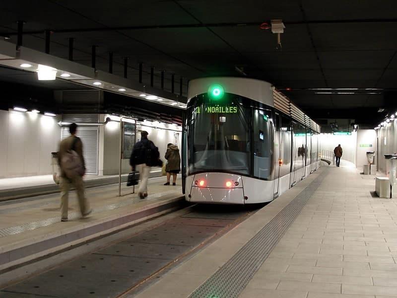 tramway-niveau-voirie-arret-accessible