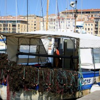 bateau-filet-peche-vieux-port