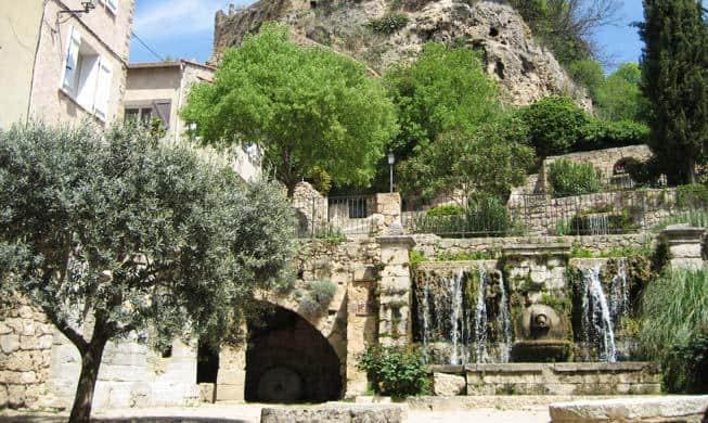 fontaine-lavoir-tivoli-provence
