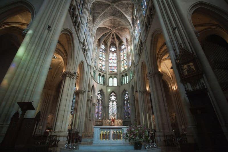 interieur-eglise-reforme-style-gothique