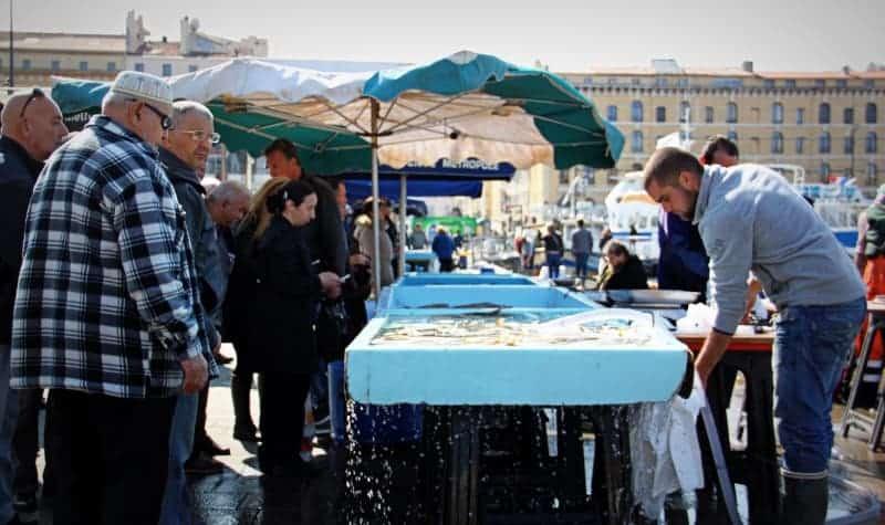 Balade sur le march aux poissons du vieux port made in marseille - Bouillabaisse marseille vieux port ...