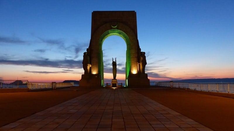 monument-corniche-couche-soleil-vue