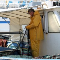 pecheur-filet-bateau-vieux-port