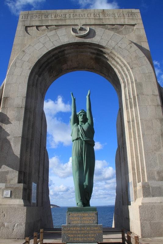 statue-arche-hommage-guerre-mondiale