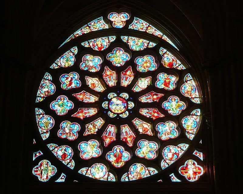 vitrail-element-eglise-monument-religieux