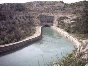 Entrée d'un passage souterrain du canal
