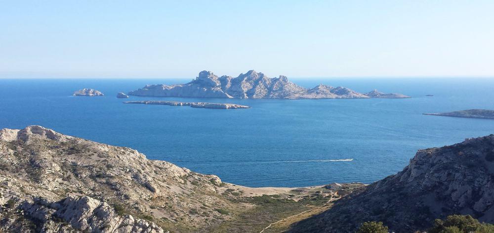 ile-riou-plane-archipel-calanque
