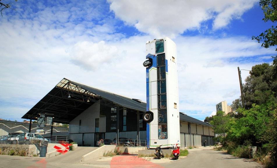bus-vertical-cite-art-rue-aygalades