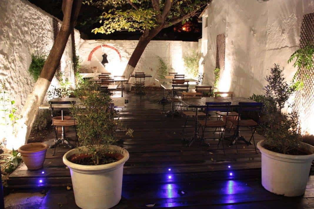 el-picoteo-restaurant-patio