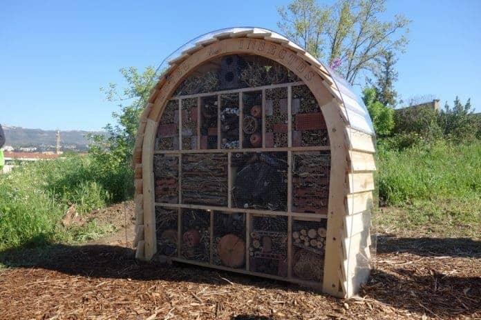 six nouveaux h tels insectes install s en 2017 dans les parcs de marseille made in marseille. Black Bedroom Furniture Sets. Home Design Ideas