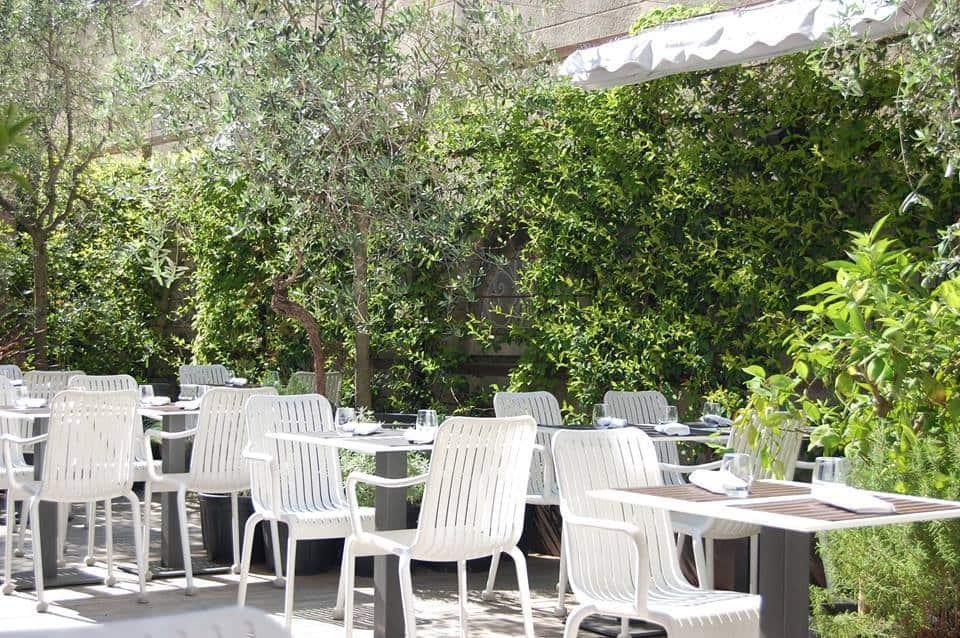 jardin-table-cinq-terrasse-exterieur