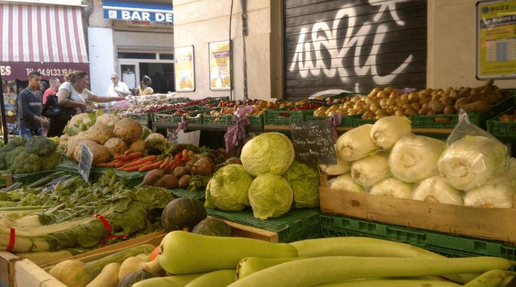 Un étal du marché des Capucins