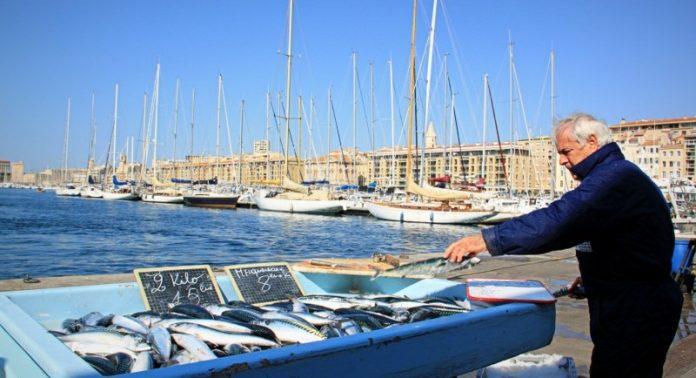D couvrez l histoire du plat marseillais par excellence la bouillabaisse made in marseille - Bouillabaisse marseille vieux port ...