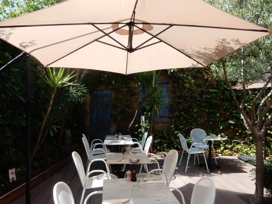 restaurant-patio-petit-jardin