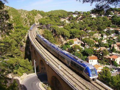 train TER sur un pont de la côte bleue