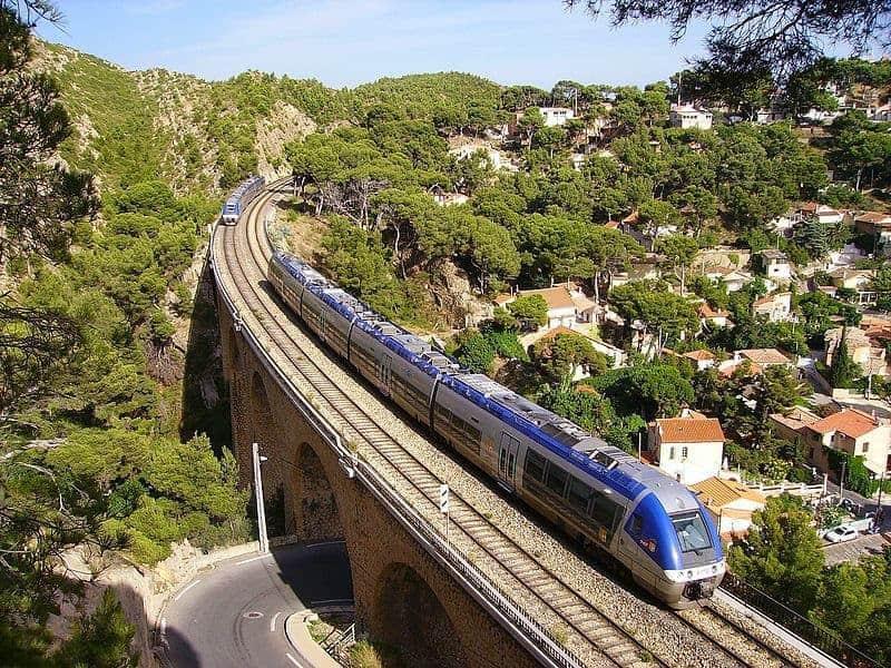 Guide de provence visite id ale de martigues la venise for Train marseille salon de provence