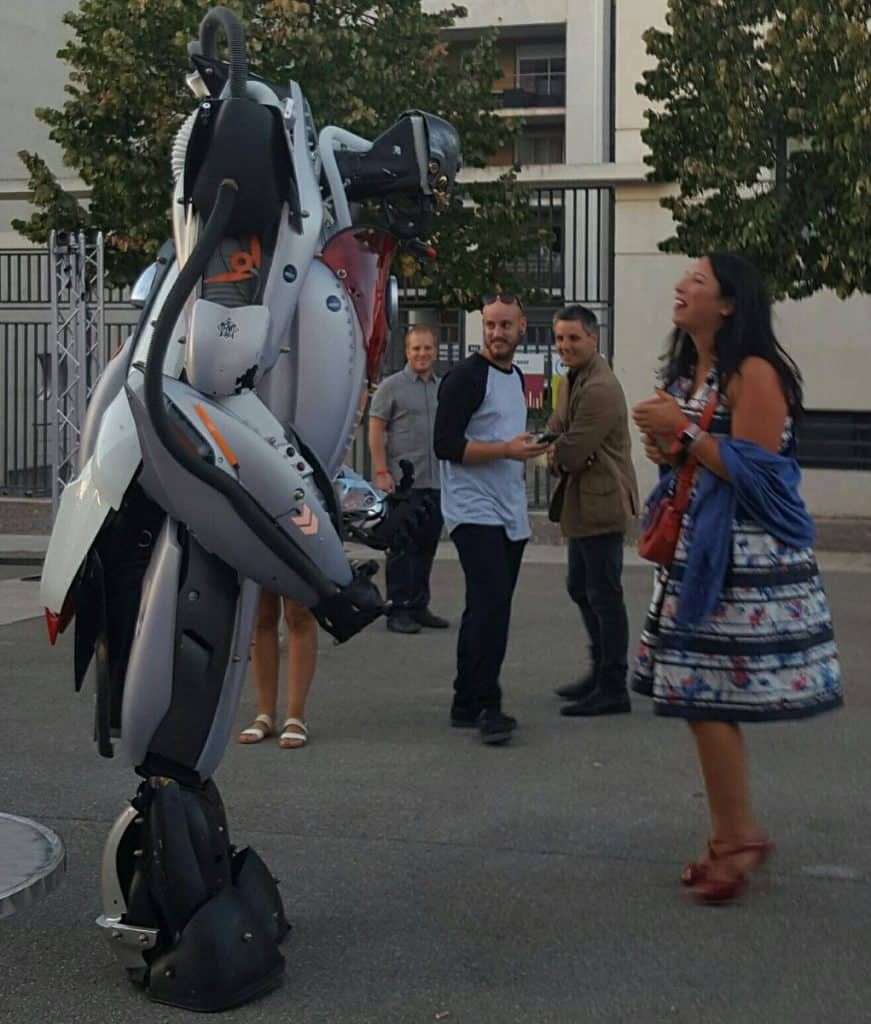 On a même aperçu Aurore Sun, responsable de l'Agence Spark Relations Publics et du réseau FCE Femmes chef d'entreprise, danser avec un robot !