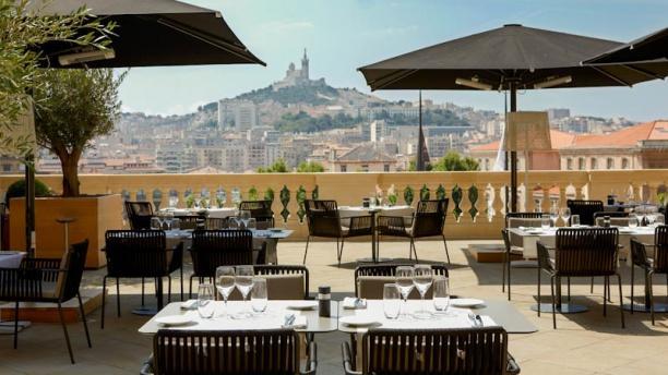 L 39 h tel dieu lu meilleure terrasse d 39 h tel en europe - Restaurant l entrecote marseille vieux port ...