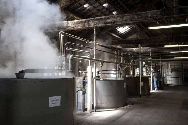 La plus ancienne savonnerie de marseille f te ses 160 ans made in marseille - Le chaudron marseillais savon ...
