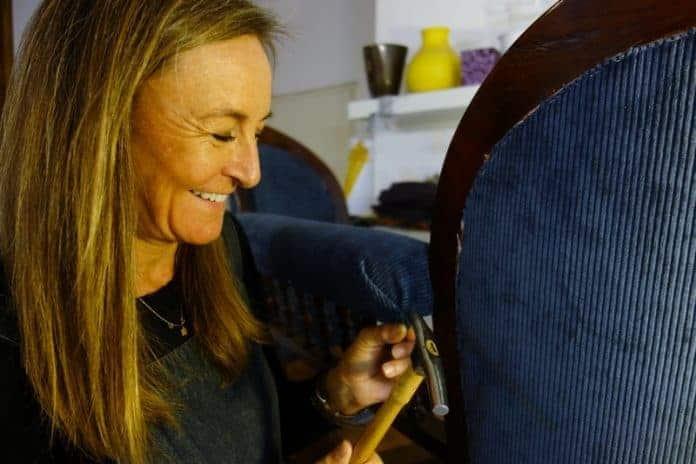 perp tuer la m thode traditionnelle des tapissiers d corateurs le choix d un artisan. Black Bedroom Furniture Sets. Home Design Ideas