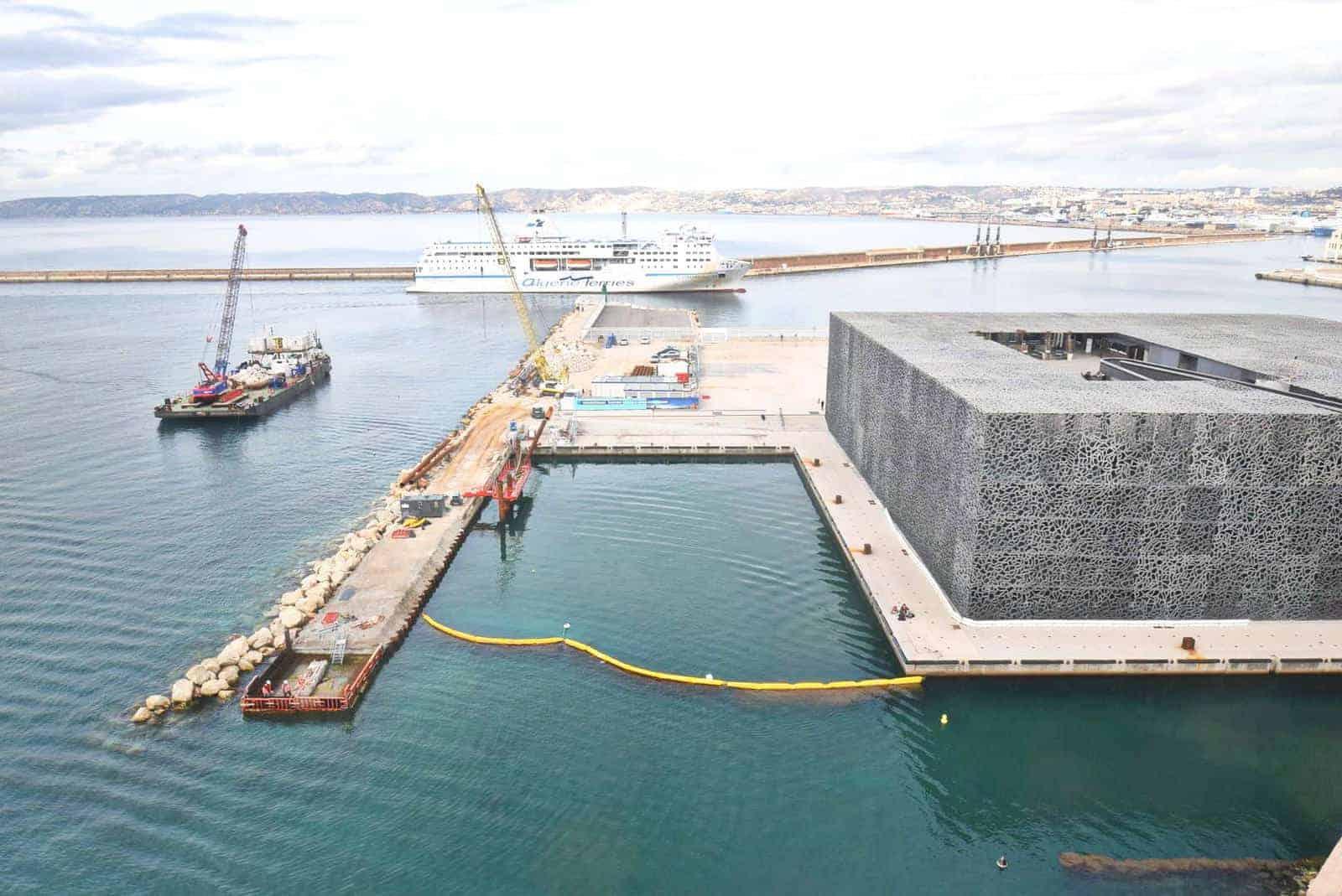 chantier-digue-j4-mucem-quai-embarcation