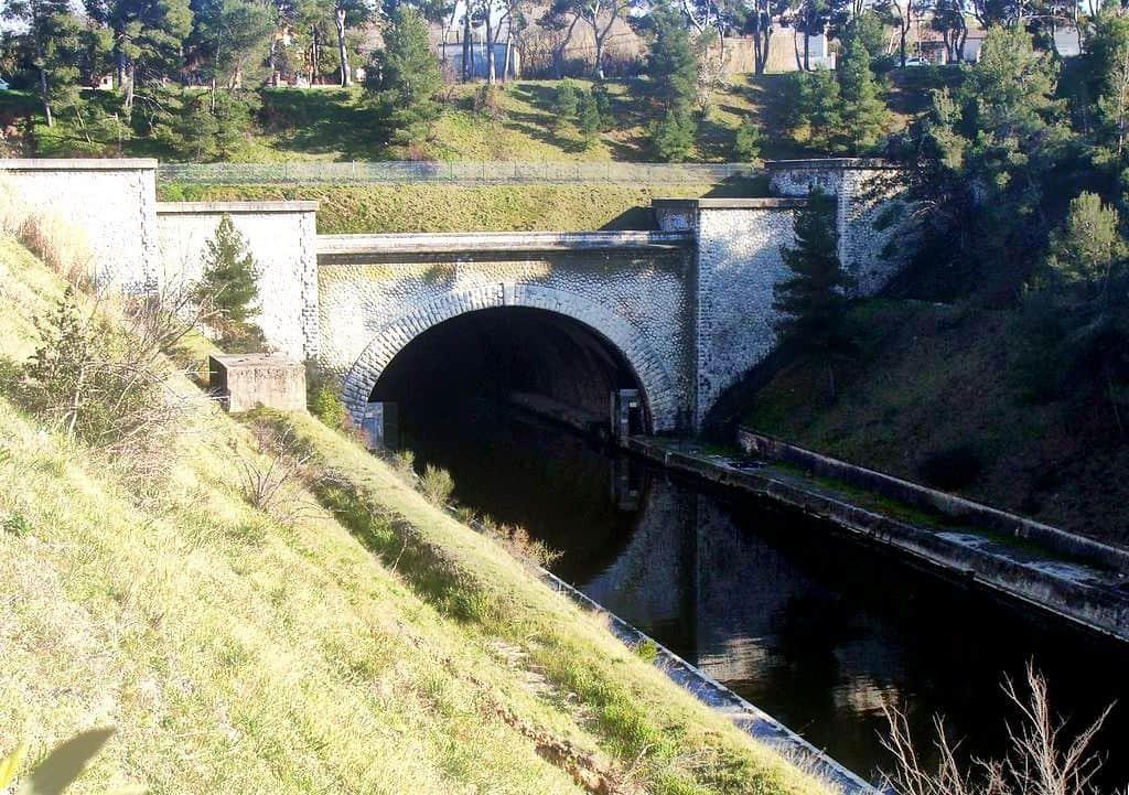 L'entrée du tunnel du Rove au nord, sur la commune de Marignane