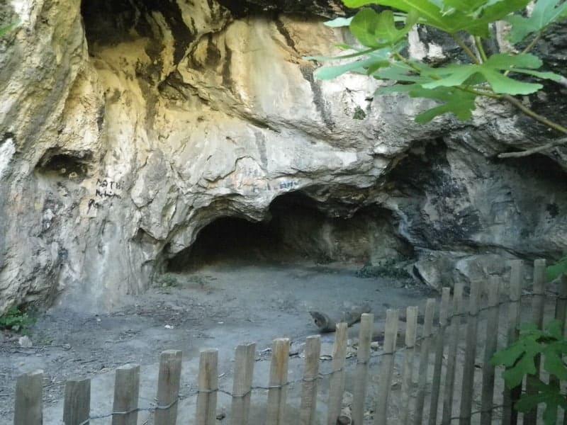 entree-visite-interdite-grotte-rolland