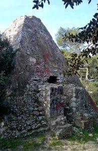 pyramide-mausolee-roy-espagne