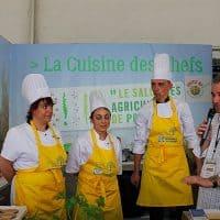 Des chefs locaux en cuisine
