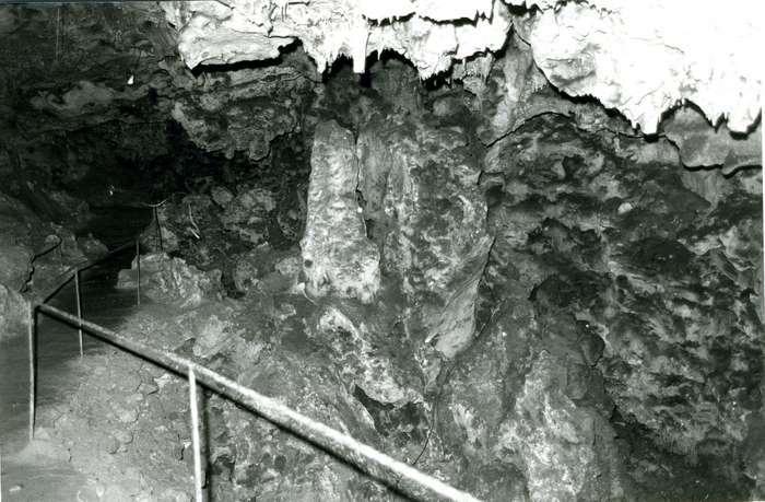 visite-grotte-loubiere-circuit-amenage