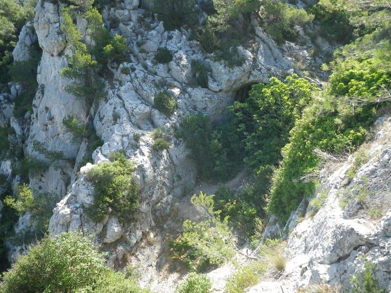 , Visitez la mystérieuse Grotte Rolland aux portes des Calanques