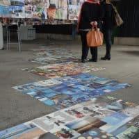 Certaines affiches étaient directement collées par terre