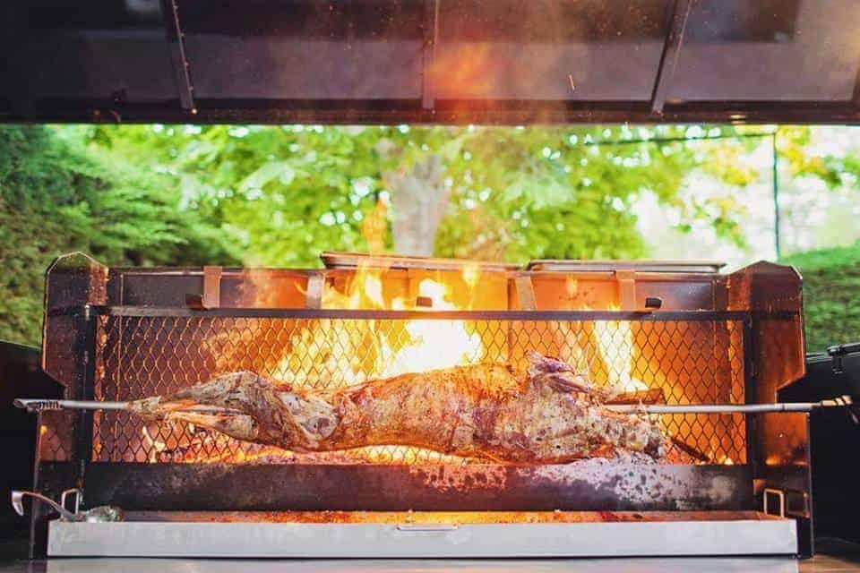 mechoui-cuisson-viande-rotisserie-nomade