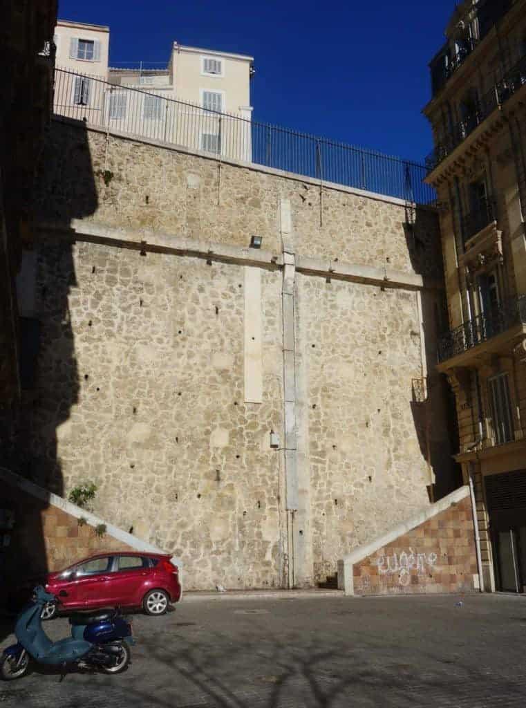 mur-republique-butte-carme