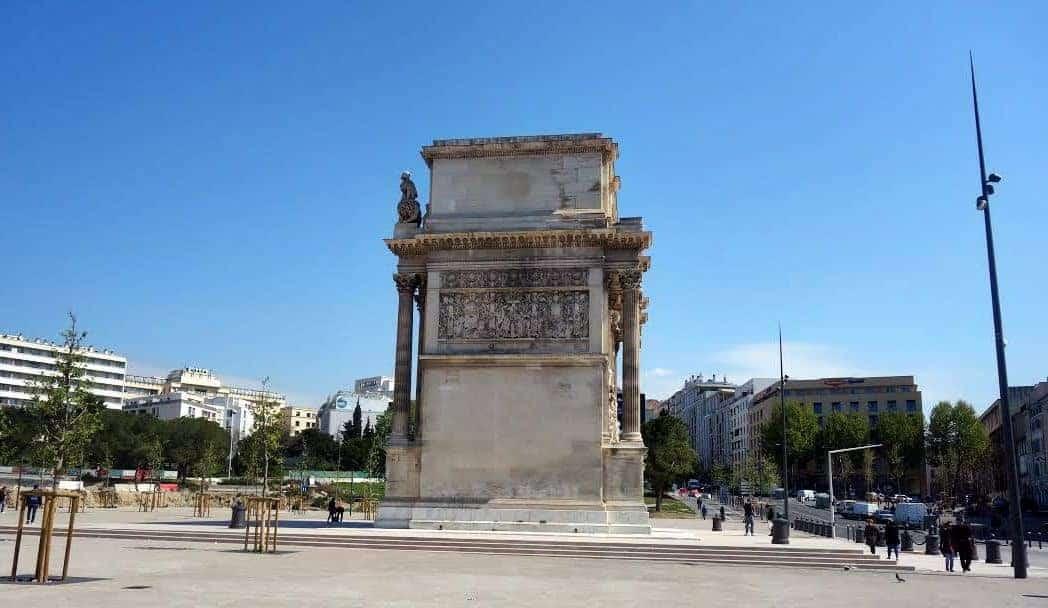 place-arc-triomphe-porte-aix
