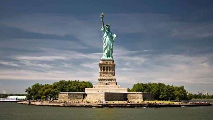 Assez Légende : le socle de la Statue de la Liberté est-il construit en  YC77
