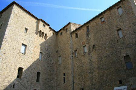 Le château de l'époque médiévale de Trets où seront organisées de nombreuses manifestations.