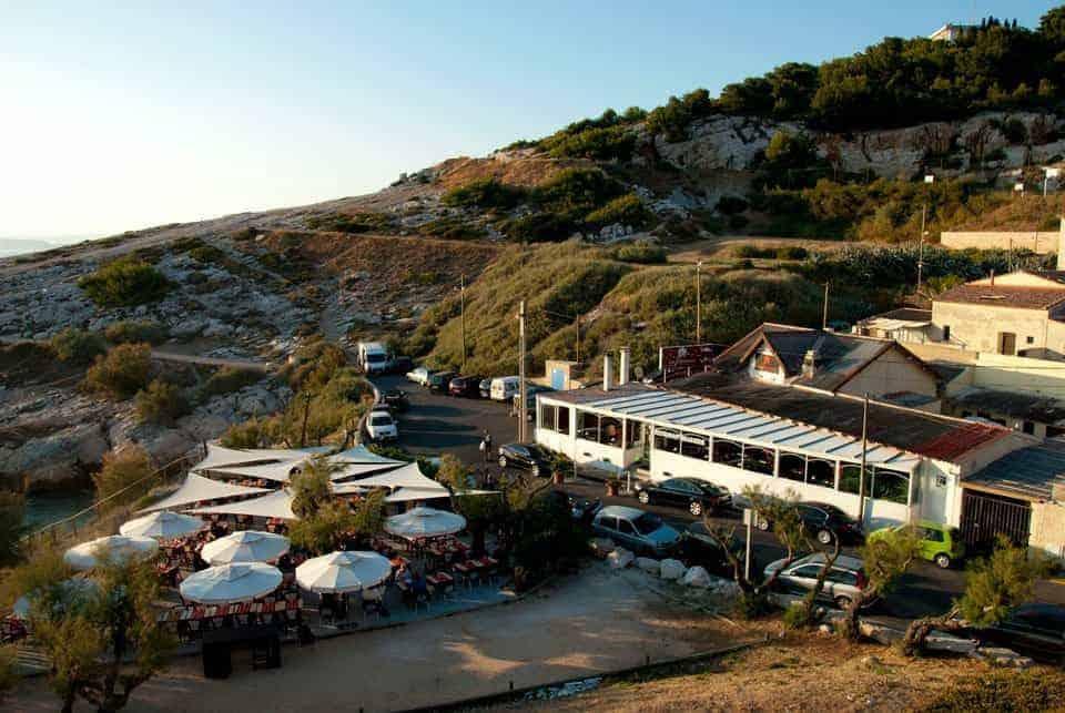 , Les Tamaris, restaurant dans un décor paradisiaque au cœur de la calanque de Saména