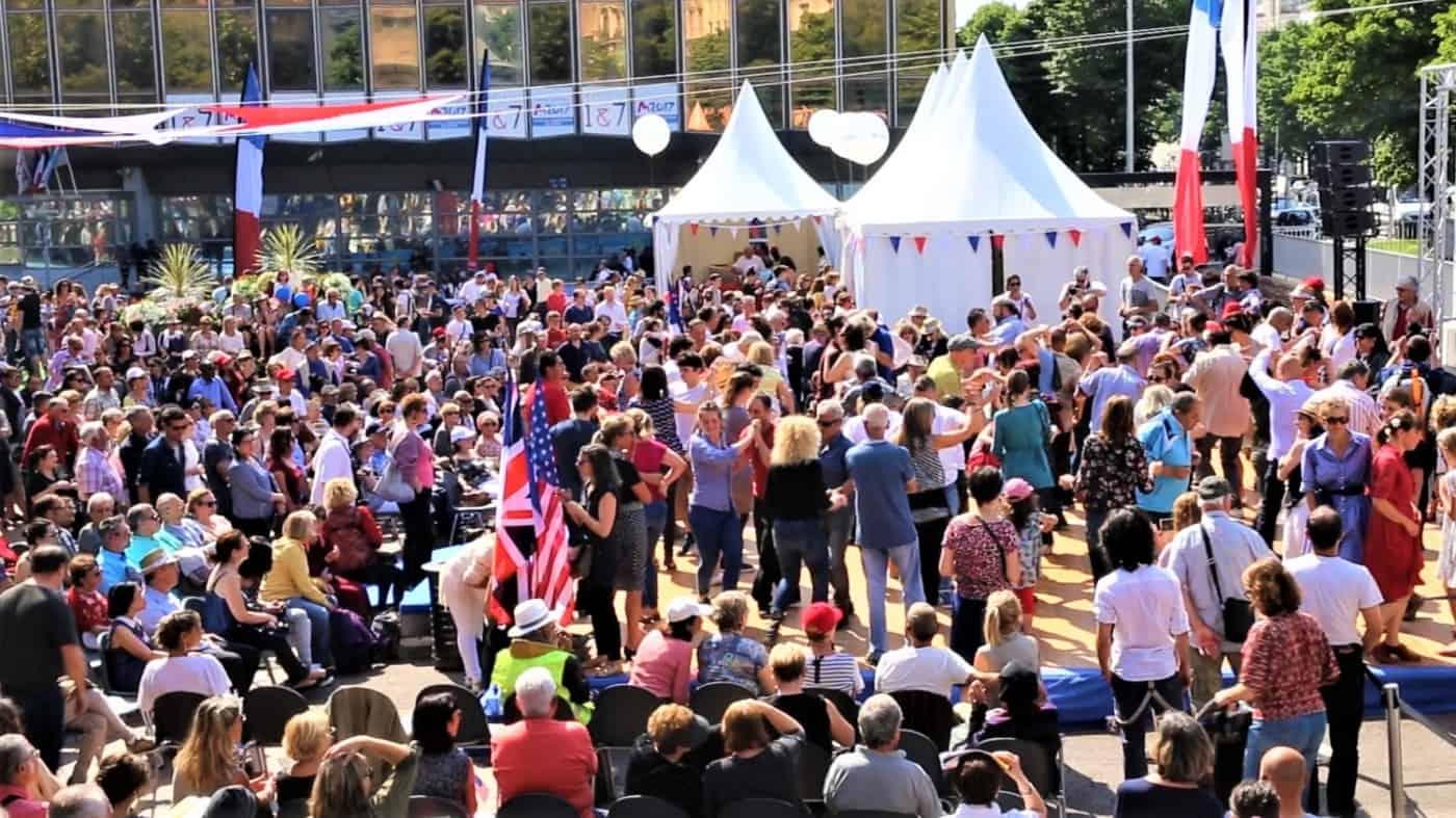 , Bal patriotique – Danse et musique ont animé la Canebière ce mardi 8 mai