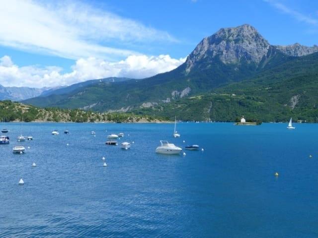 , La mer à la montagne au lac de Serre-Ponçon, Made in Marseille, Made in Marseille
